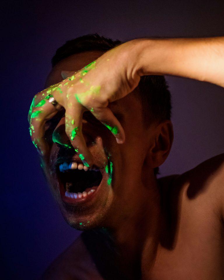 Nápad selfie autoportrét - Peter Plichta UV svetlo